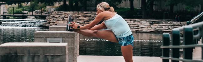 zo-voorkom-je-stijve-benen-na-rust-of-sport